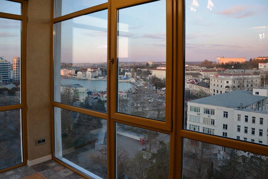 Французский балкон с ламинацией профиля