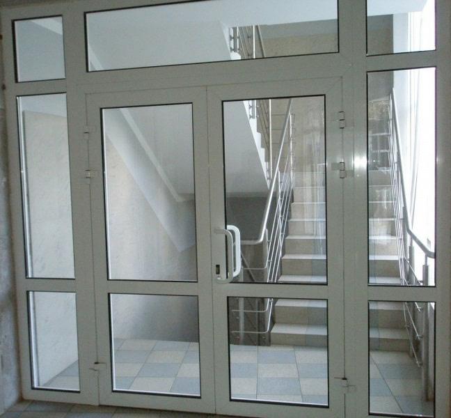 Алюминиевая дверь двухстворчатая